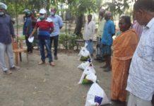 উপজেলা নির্বাহী অফিসার দরিদ্রদের দোরগোড়ায়